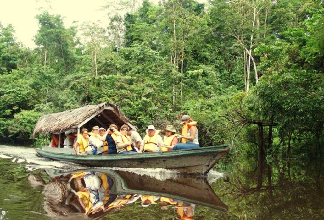BOTE SINCHICUY LODGE IQUITOS - PERU - PERUVIAN-SHADES