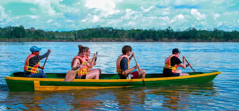 Paseo en bote rio amazonas-Heliconia-Lodge-Iquitos-Peru